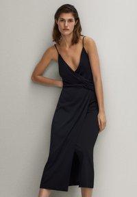 Massimo Dutti - SCHWARZES TRÄGERKLEID 06676780 - Sukienka letnia - black - 0