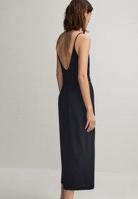 Massimo Dutti - SCHWARZES TRÄGERKLEID 06676780 - Sukienka letnia - black - 1