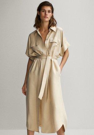 HEMDKLEID MIT TASCHEN UND GÜRTEL 06626546 - Shirt dress - beige