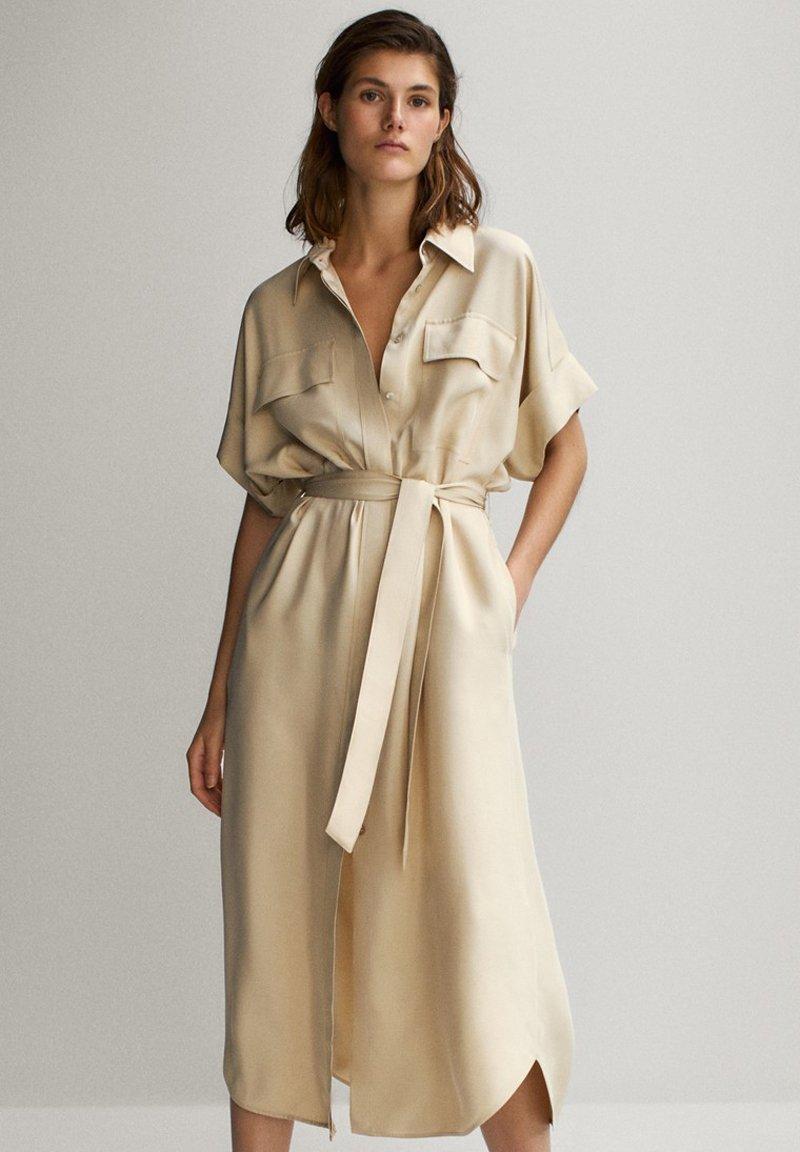 Massimo Dutti - HEMDKLEID MIT TASCHEN UND GÜRTEL 06626546 - Shirt dress - beige