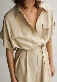 Massimo Dutti - HEMDKLEID MIT TASCHEN UND GÜRTEL 06626546 - Shirt dress - beige - 4