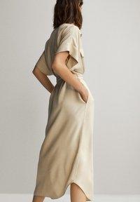 Massimo Dutti - HEMDKLEID MIT TASCHEN UND GÜRTEL 06626546 - Shirt dress - beige - 3