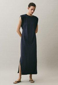 Massimo Dutti - MIT SCHULTERPOLSTERN - Maxi-jurk - blue-black denim - 5