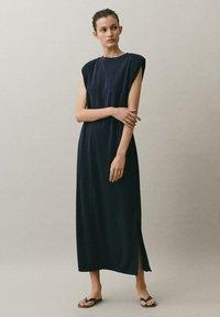 Massimo Dutti - MIT SCHULTERPOLSTERN - Maxi-jurk - blue-black denim - 0