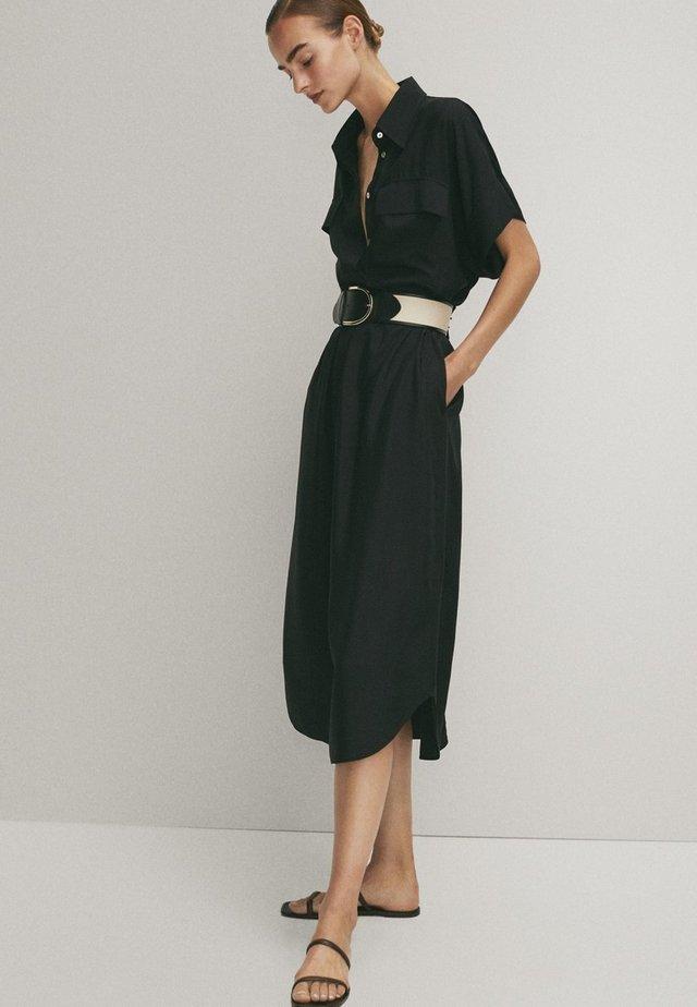MIT TASCHEN  - Shirt dress - black