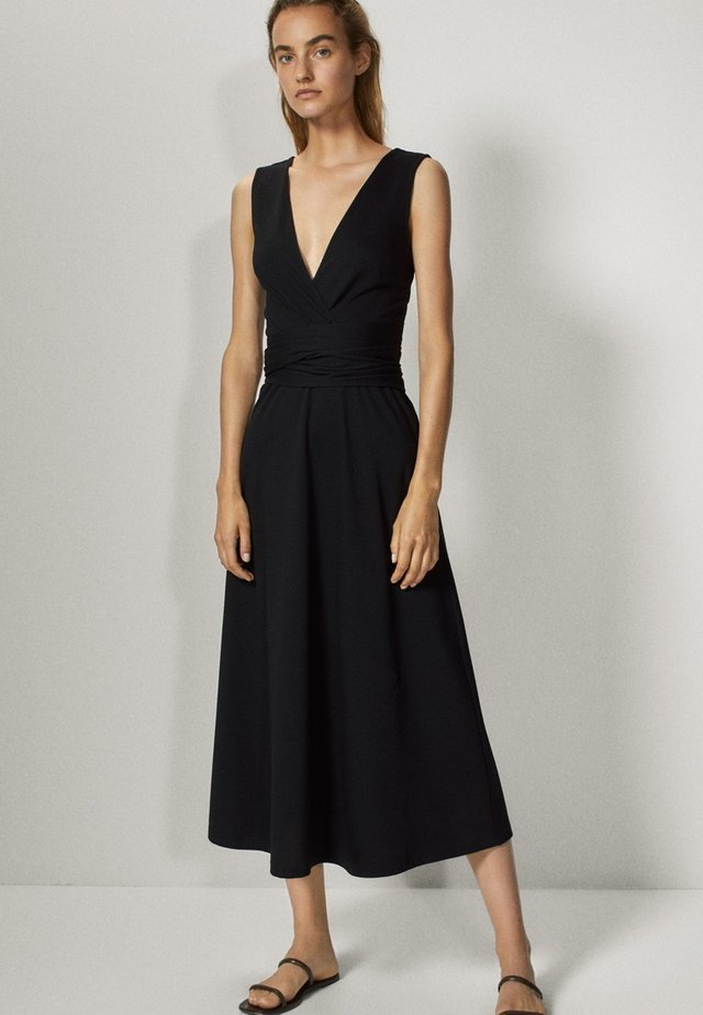 MIT V-AUSSCHNITT - Korte jurk - black