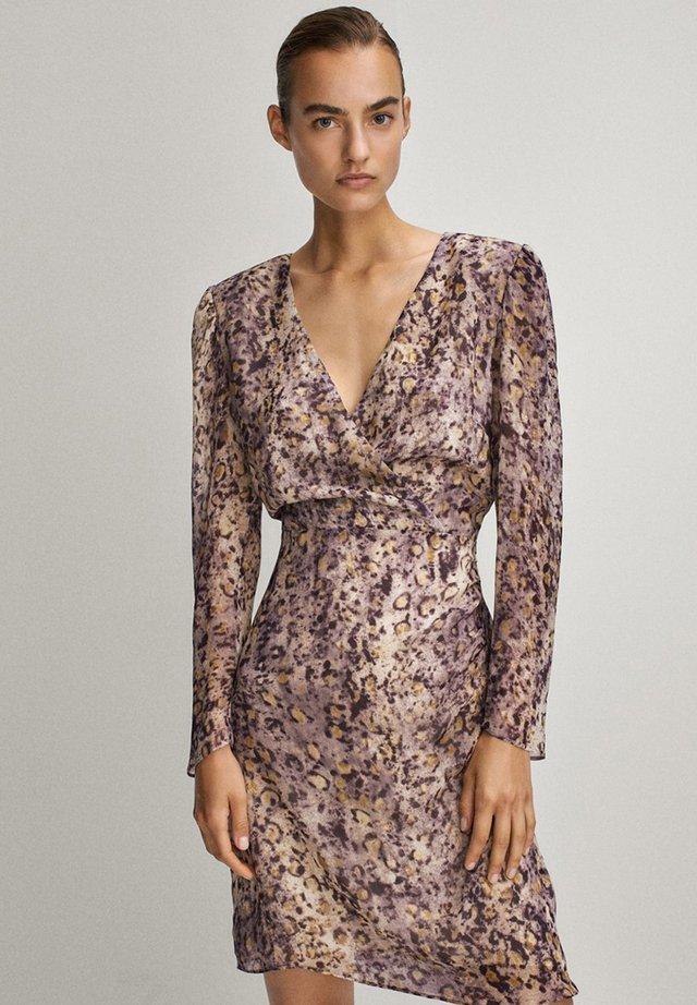 MIT V-AUSSCHNITT - Sukienka letnia - dark purple
