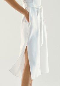 Massimo Dutti - Sukienka koszulowa - white - 3