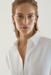 Massimo Dutti - Sukienka koszulowa - white - 5