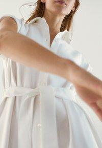 Massimo Dutti - Sukienka koszulowa - white - 4