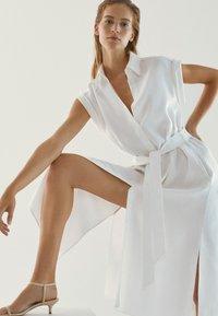 Massimo Dutti - Sukienka koszulowa - white - 1