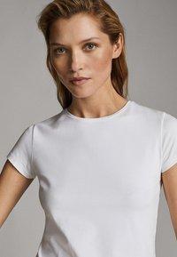 Massimo Dutti - Basic T-shirt - white - 13