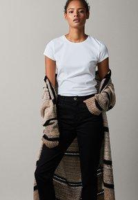 Massimo Dutti - Basic T-shirt - white - 1