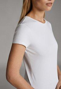Massimo Dutti - Basic T-shirt - white - 14