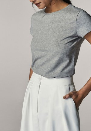 BASIC - Basic T-shirt - grey