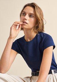 Massimo Dutti - BASIC - Basic T-shirt - dark blue - 3