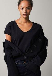 Massimo Dutti - Basic T-shirt - black - 4