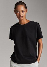 Massimo Dutti - UNIFARBENES BAUMWOLLSHIRT 06812902 - T-shirt basique - black - 0