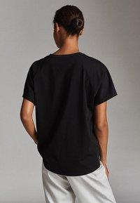 Massimo Dutti - UNIFARBENES BAUMWOLLSHIRT 06812902 - T-shirt basique - black - 1