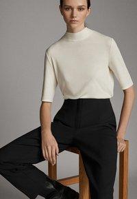 Massimo Dutti - STRAIGHT FIT - Basic T-shirt - white - 5