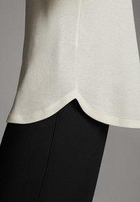 Massimo Dutti - STRAIGHT FIT - Basic T-shirt - white - 3