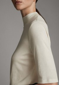 Massimo Dutti - STRAIGHT FIT - Basic T-shirt - white - 4