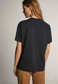 Massimo Dutti - BAUMWOLLSHIRT HER TRUE INSPIRATION 06820551 - Print T-shirt - dark grey - 1