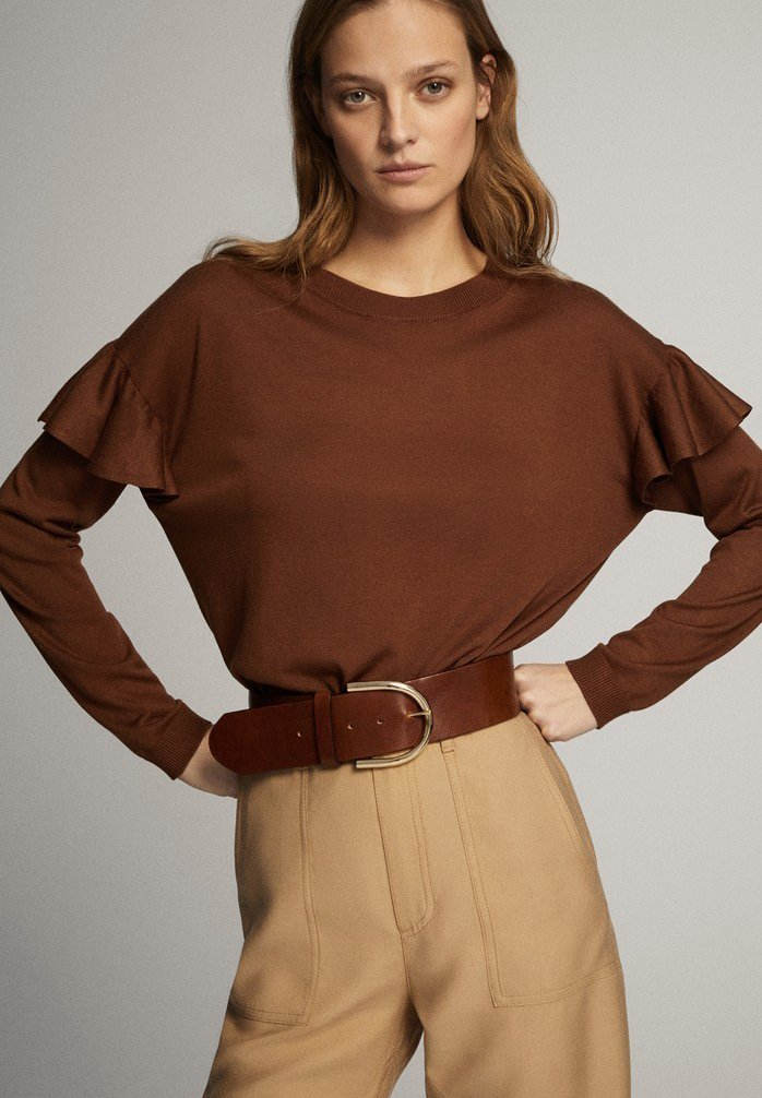 Massimo Dutti - MIT BATEAU-AUSSCHNITT UND VOLANTDETAIL  - Long sleeved top - brown