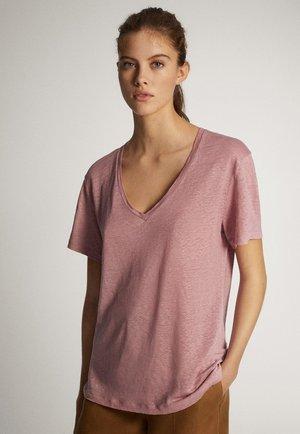 MIT V-AUSSCHNITT  - Basic T-shirt - bordeaux