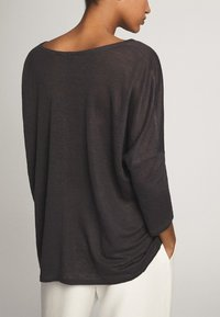 Massimo Dutti - MIT V-AUSSCHNITT - T-shirt à manches longues - blue-black - 2