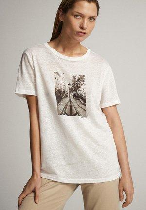 MIT AUFGEDRUCKTEM LATERNENMOTIV 06875918 - Print T-shirt - white