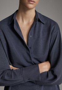 Massimo Dutti - MIT KNÖPFEN UND RÜCKENPASSE  - Koszula - blue - 4