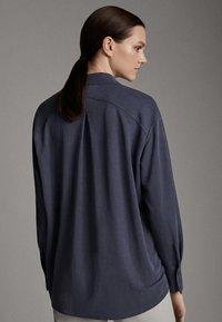 Massimo Dutti - MIT KNÖPFEN UND RÜCKENPASSE  - Koszula - blue - 1