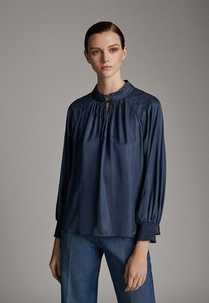 MIT RAFFUNG AM KRAGEN  - Blouse - light blue