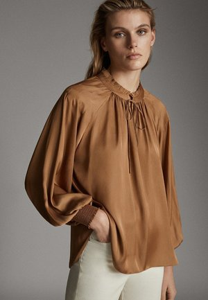 MIT RAFFUNG AM KRAGEN  - Blus - brown