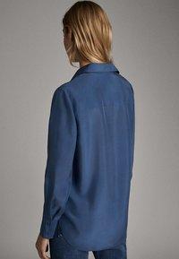 Massimo Dutti - 05123517 - Overhemdblouse - blue - 2