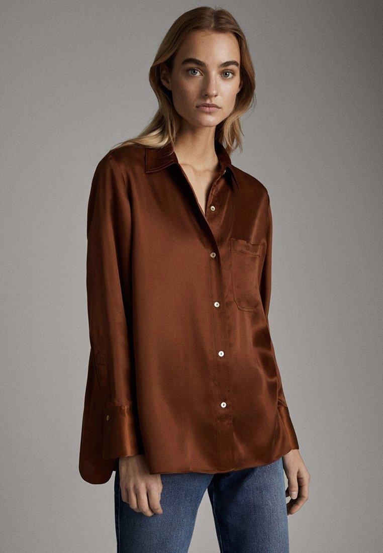 Massimo Dutti - SATINIERTES HEMD MIT TASCHE 05138532 - Overhemdblouse - brown