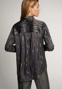 Massimo Dutti - HEMD MIT GRAFISCHEM STREIFENPRINT 05128832 - Skjorta - dark grey - 2