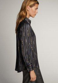 Massimo Dutti - HEMD MIT GRAFISCHEM STREIFENPRINT 05128832 - Skjorta - dark grey - 6