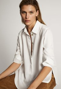 Massimo Dutti - UNIFARBENES HEMD AUS REINEM LYOCELL 05139571 - Button-down blouse - white - 3