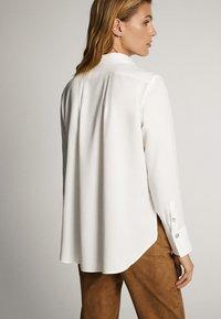 Massimo Dutti - UNIFARBENES HEMD AUS REINEM LYOCELL 05139571 - Button-down blouse - white - 1