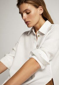 Massimo Dutti - UNIFARBENES HEMD AUS REINEM LYOCELL 05139571 - Button-down blouse - white - 4