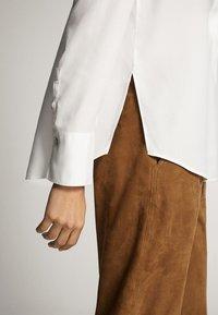 Massimo Dutti - UNIFARBENES HEMD AUS REINEM LYOCELL 05139571 - Button-down blouse - white - 5