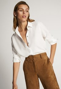 Massimo Dutti - UNIFARBENES HEMD AUS REINEM LYOCELL 05139571 - Button-down blouse - white - 2