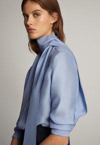 Massimo Dutti - MIT SCHLEIFENDETAIL  - Skjorta - blue - 2