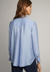 Massimo Dutti - MIT SCHLEIFENDETAIL  - Skjorta - blue - 1