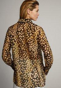Massimo Dutti - MIT FLECKENPRINT - Overhemdblouse - yellow - 1