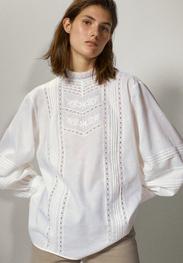 BESTICKTES - Koszula - white