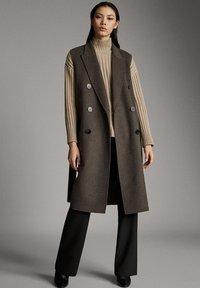 Massimo Dutti - Waistcoat - brown - 0