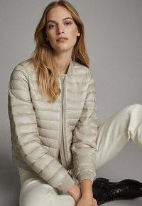 Massimo Dutti - MIT METALLICVERZIERUNG - Winter jacket - beige - 4